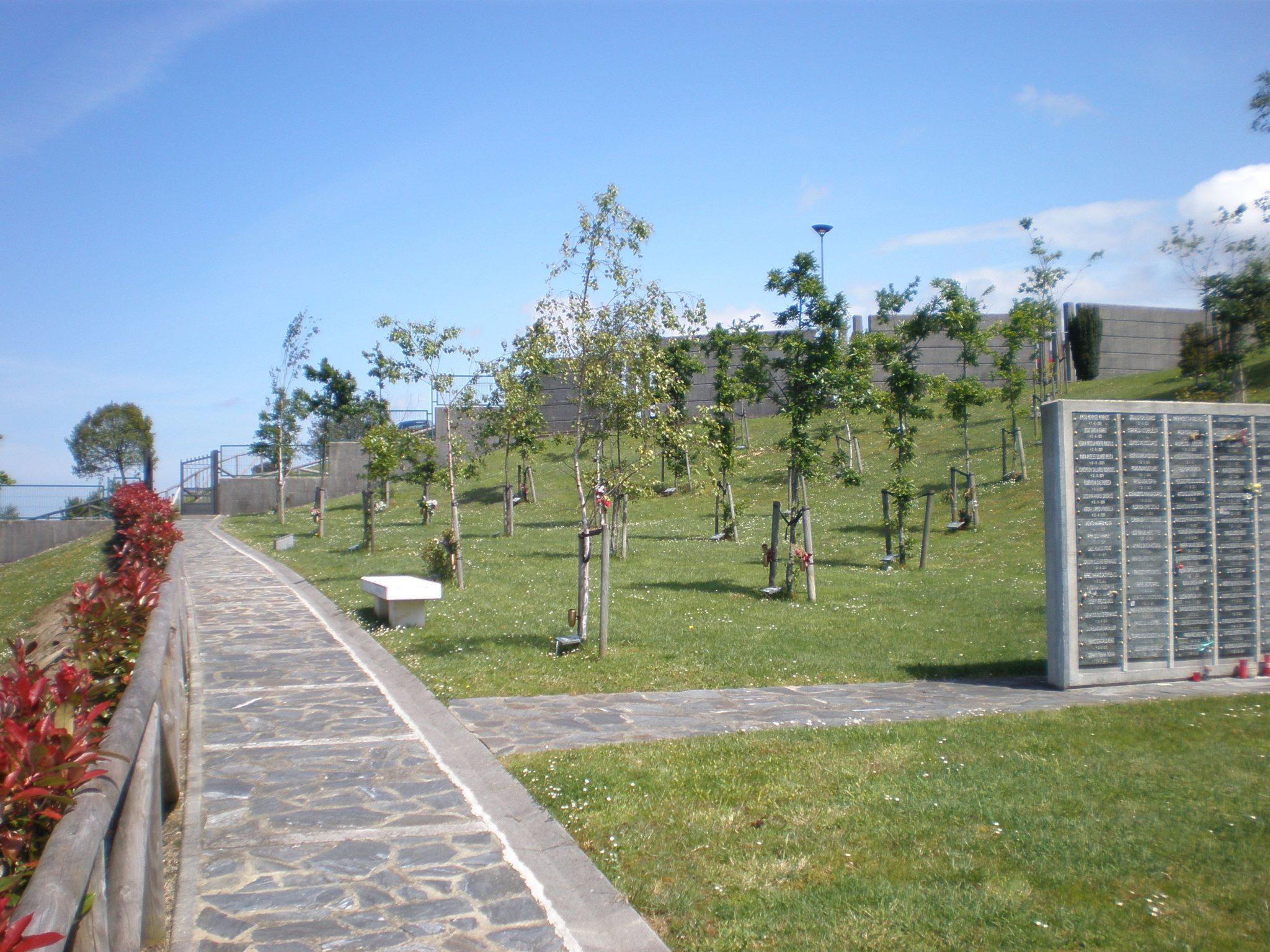 Cementerio de deva gij n cementerios vivos - Cementerio jardin alcala ...