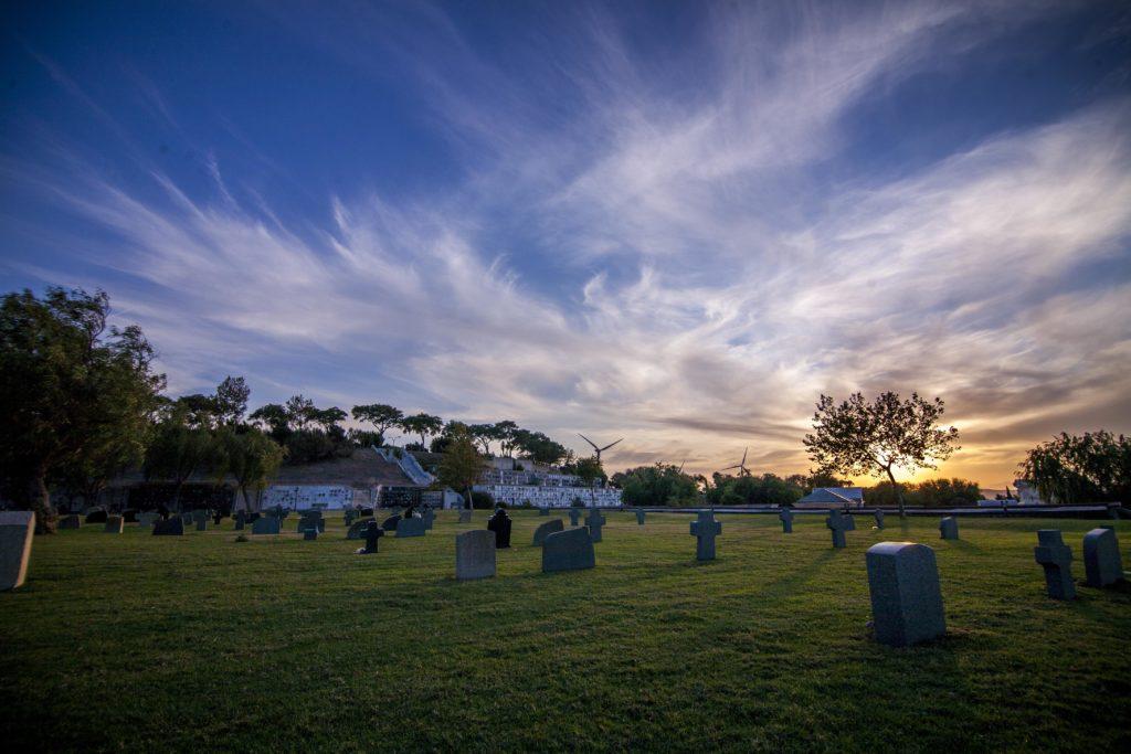 Puesta de sol en el cementerio de Chiclana (Cádiz)